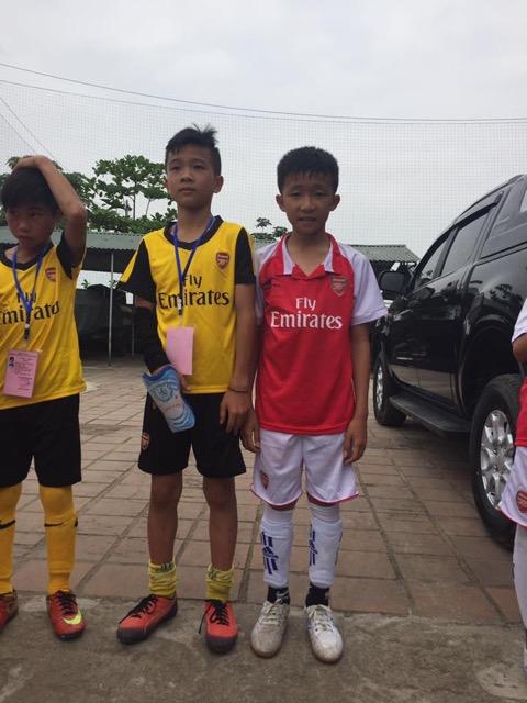 Cậu học trò nghèo Nguyễn Anh Dũng  trường Tiểu học Kỳ Long được hai CLB bóng đá tuyển chọn